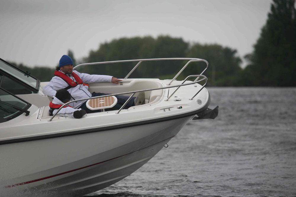 Wenn möglich, nehmen Sie bei der Probefahrt an verschiedenen Orten Platz, um ein besseres Bild über das Seeverhalten zu bekommen.