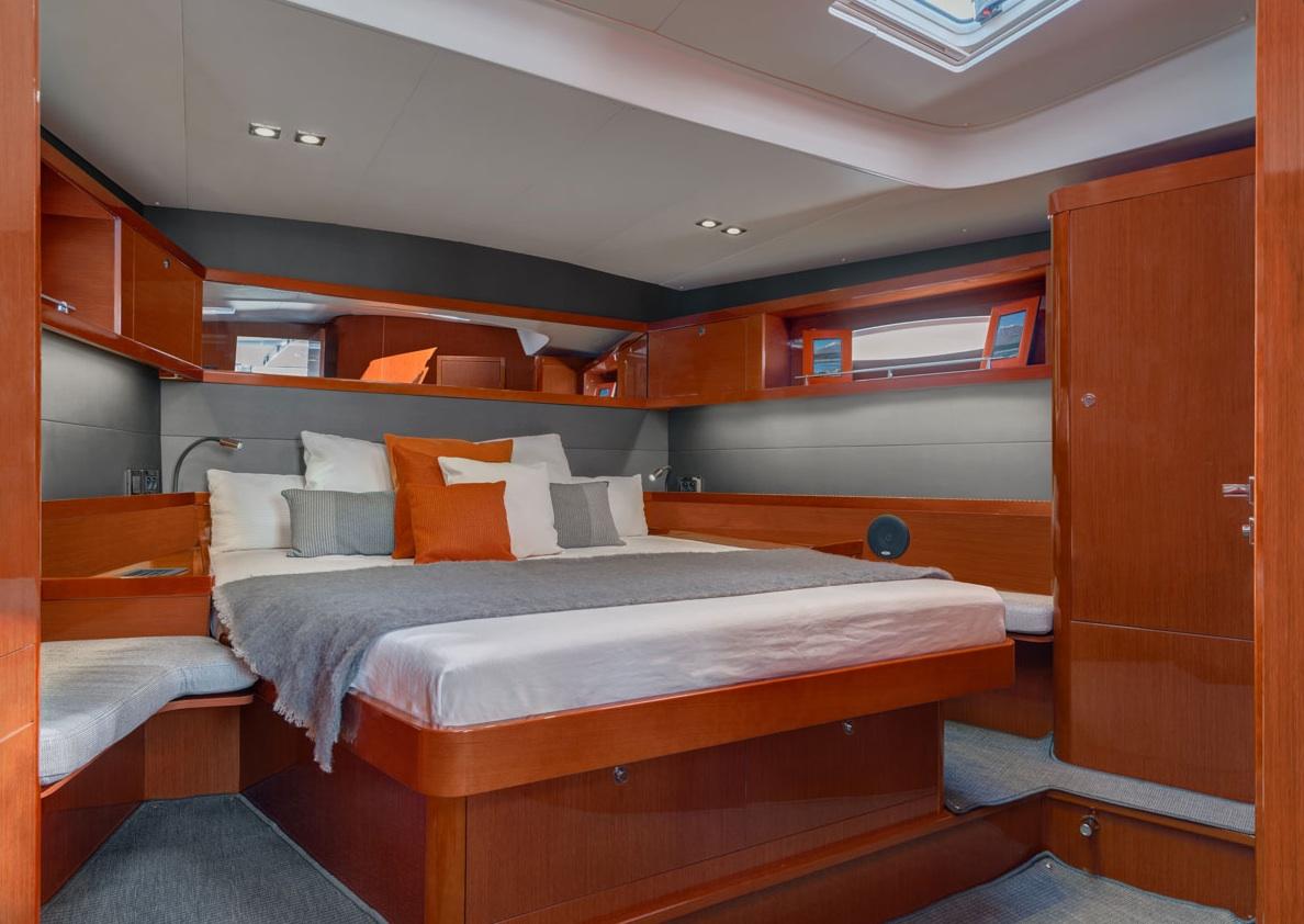 Hotelzimmer: Die komfortable Eignersuite mit integriertem Bad lässt kaum Wünsche offen.