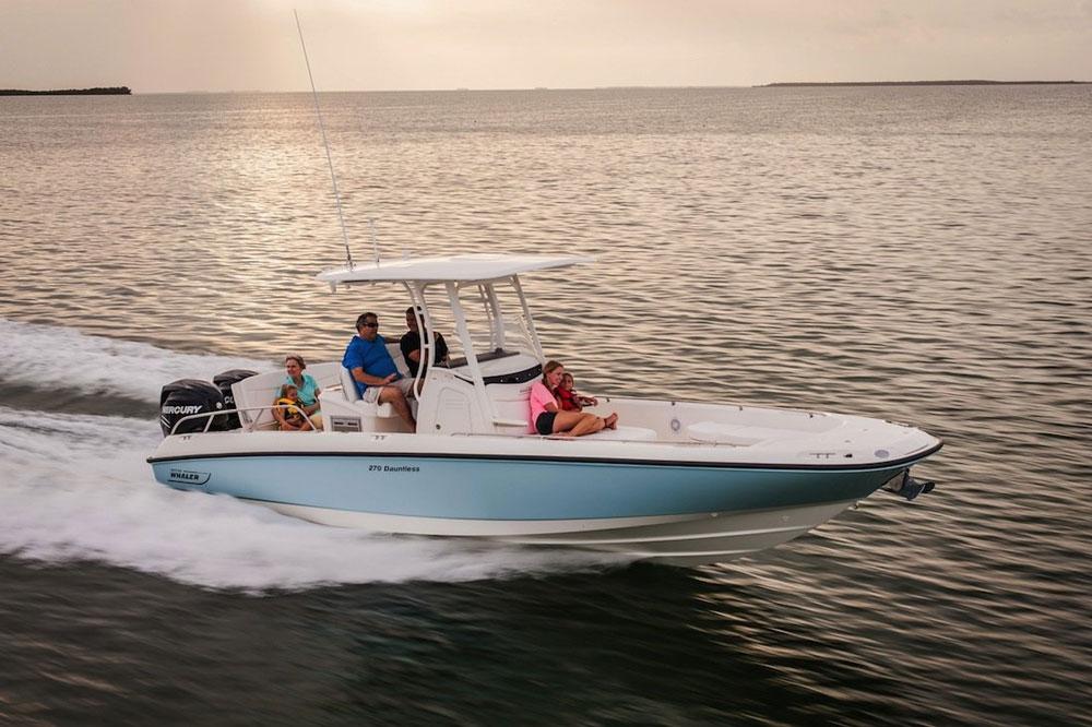 Klassisches Mittelkonsolenboot, beliebt bei Freizeitskippern, die auch gern mal Fischen wollen.