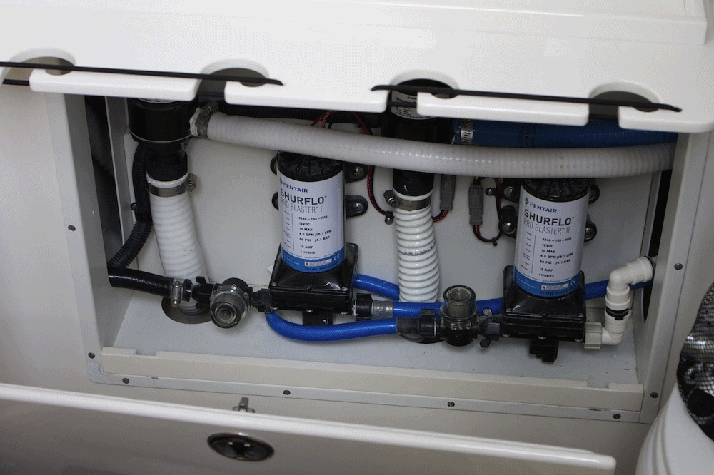 Schläuche , Pumpen und Seeventile sollten auf jeder Checkliste ganz oben stehen.