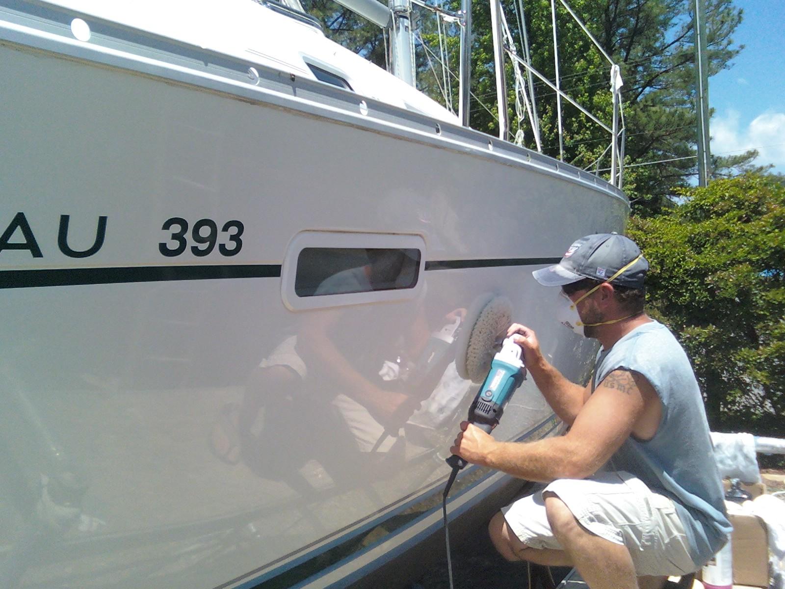 eine Polierscheibe ist der beste Freund für die GFK-Kosmetik.Foto: www.outboardmotoroilblog.com