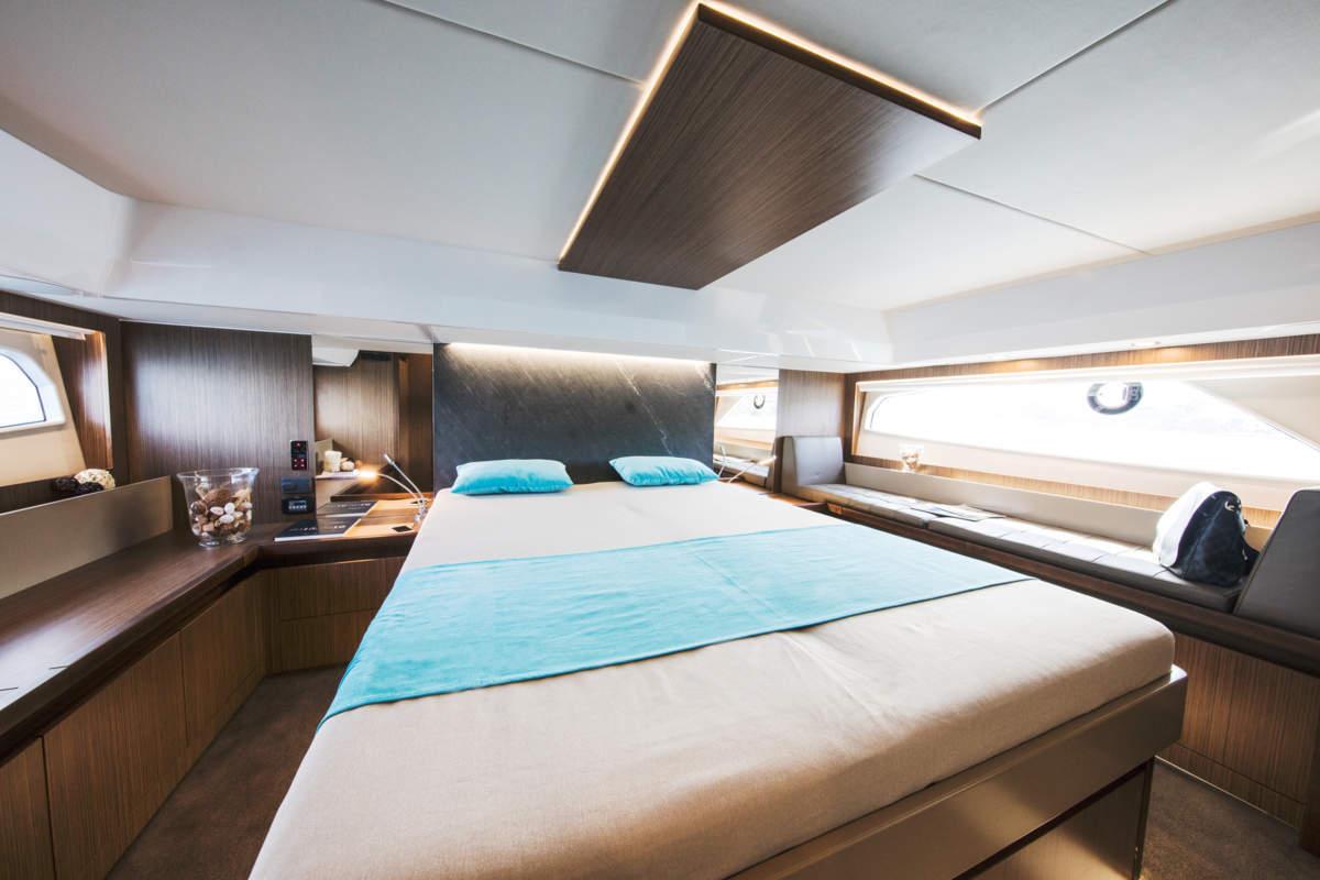 Komfortables Schlafgemach mittschiffs.