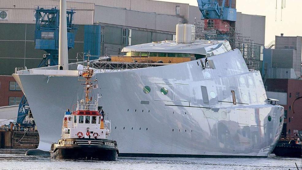 DAs Schiff vor dem Stellen der Masten in Kiel