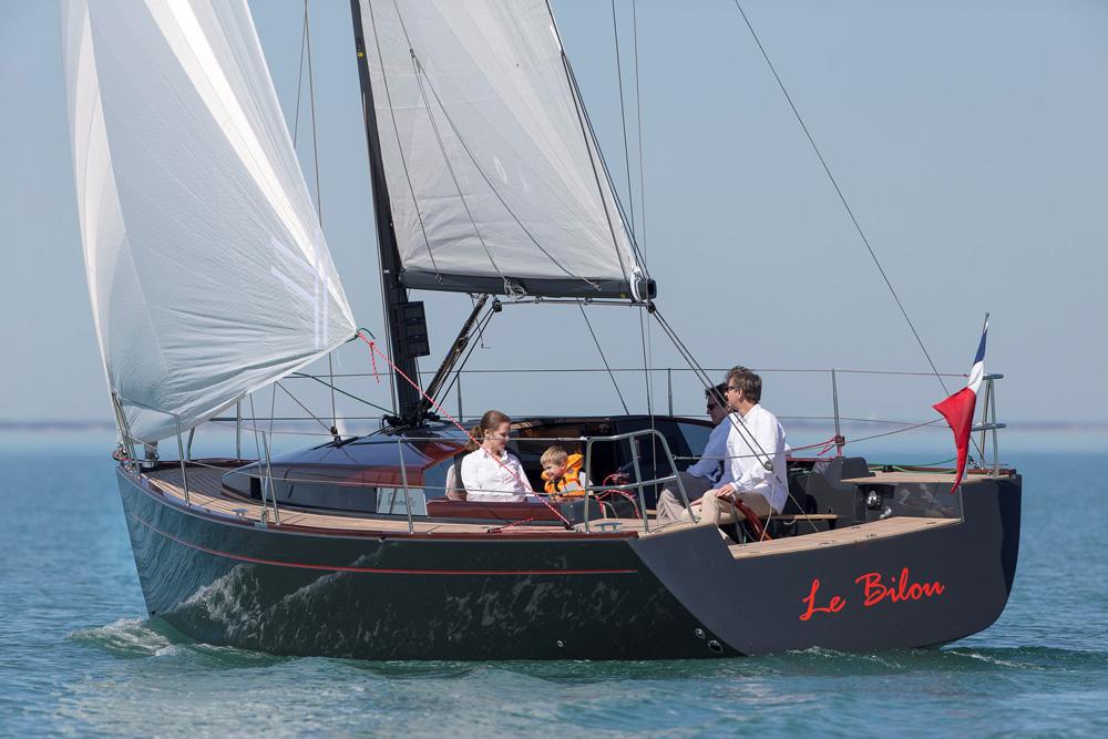 Klassisch gestylt aber auch modern ausgestattet. So stellt sich die -Tofinou 10 am Wasser dar.