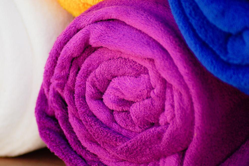 Rutschfest: Wenn die Kühlbox an Bord nicht stillhalten will, einfach ein nasses Handtuch unterlegen..