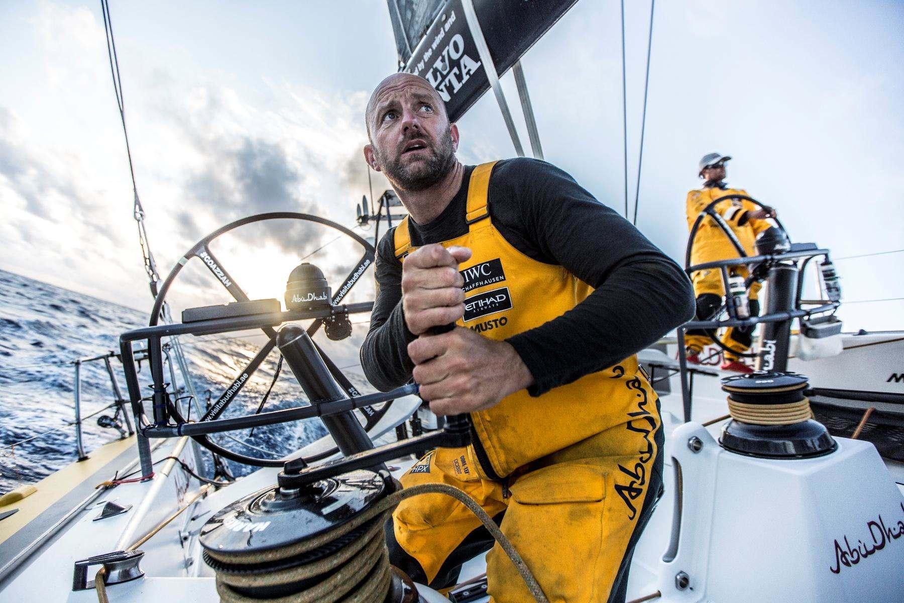 Nicht nur am Steuer, auch an den Winschen zu finden: YAJ-Yachtsman of the Year Ian Walker. Foto: Volvo Ocean Race