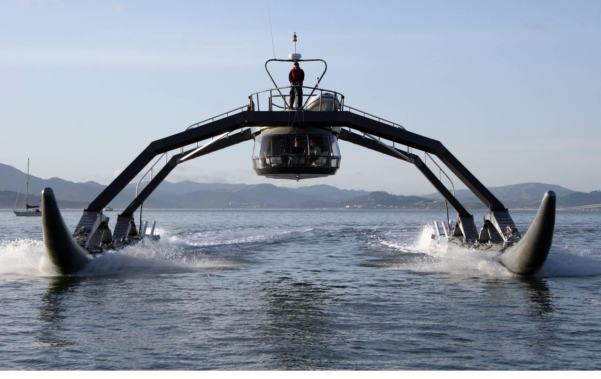 DAs WAM-V kommt daher wie ein Spinne, weist aber ein flexibles und interessantes Konzept auf, das auf Schlauchbootrümpfen basiert.