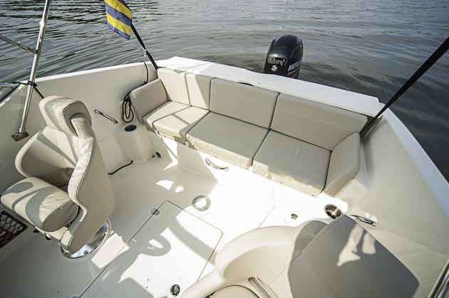 quicksilver activ 595 cruiser kompakter kreuzer mit kabine. Black Bedroom Furniture Sets. Home Design Ideas